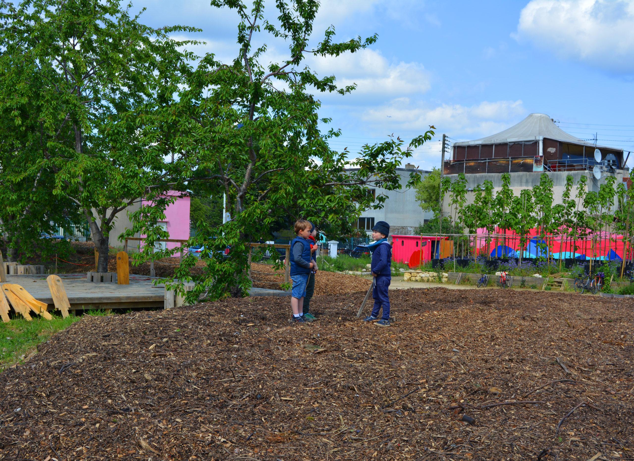 Photo des enfants à la pépinière Vive les Groues
